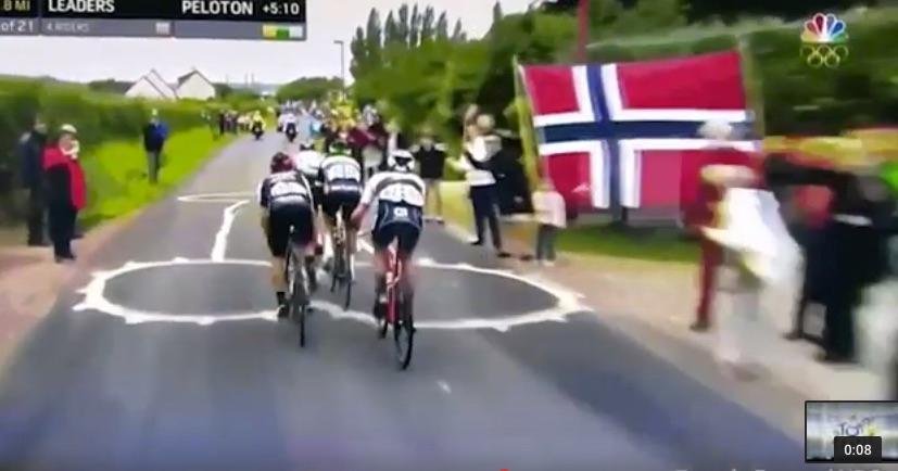 ΕΠΟΣ: Ποδηλάτες περνούν πάνω από ένα τεράστιο π..ς (video)