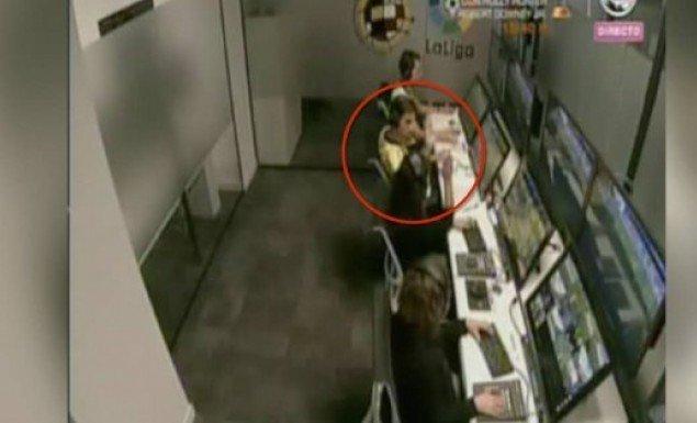 Διαιτητής πανηγυρίζει στο δωμάτιο του VAR γκολ σε βάρος της Ρεάλ (vid)