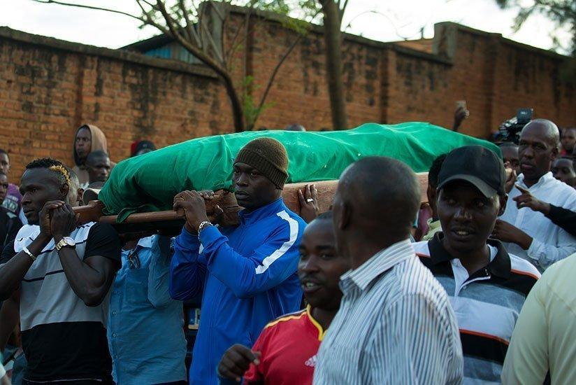 Ντικουμάνα: Δάκρυσαν και οι πέτρες στην κηδεία