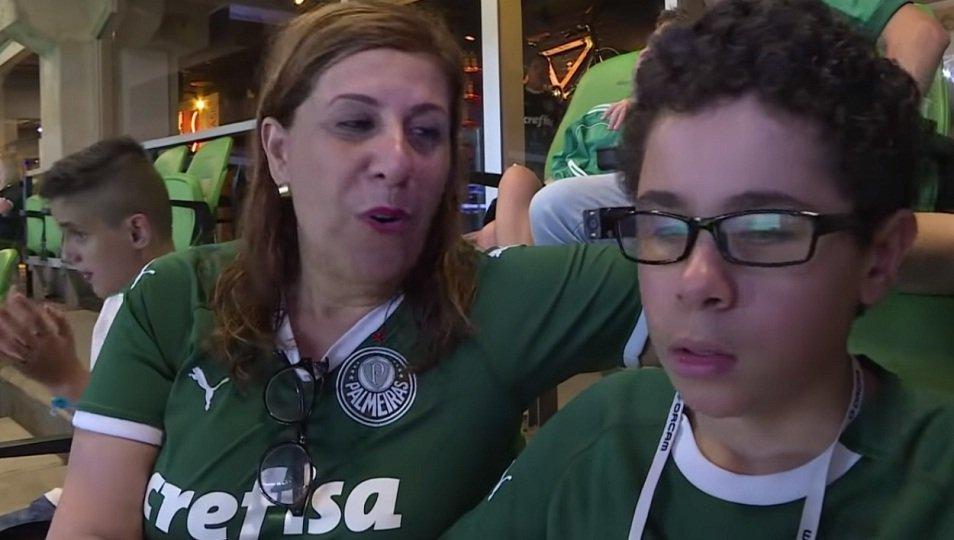 Συγκινητικό βίντεο: Μητέρα περιγράφει το ματς στον τυφλό γιο της