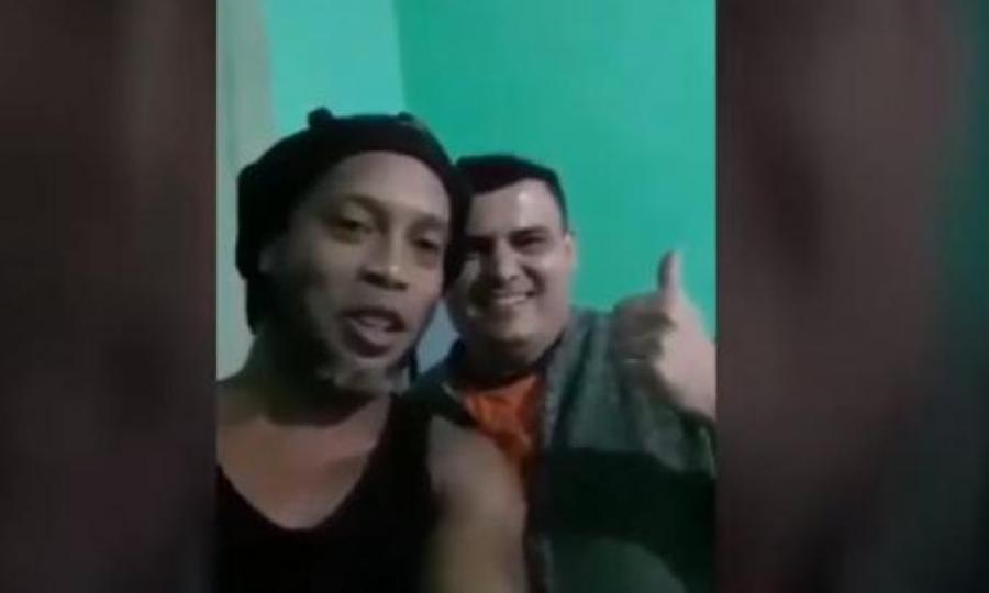 Ροναλντίνιο: Τράβηξε video για να στείλει χαιρετίσματα στην οικογένεια συγκρατούμενου
