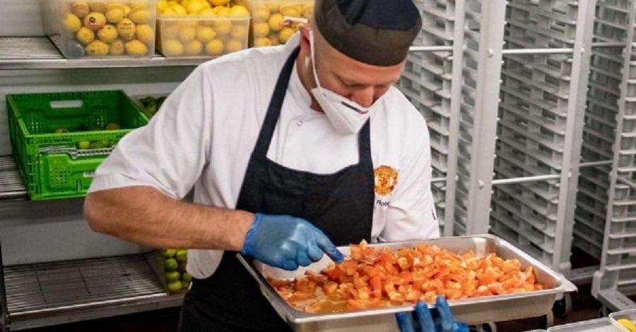 Η Γιουνάιτεντ προσφέρει 60.000 γεύματα σε ανθρώπους του συστήματος υγείας
