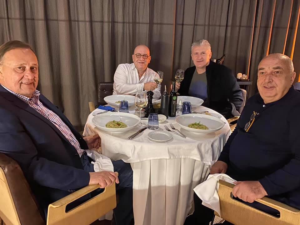 Ο τεράστιος Σούκερ παρέθεσε δείπνο στον Κούμα