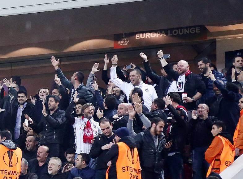 Προκάλεσαν με... Istanbul οι Τούρκοι στο «Καραϊσκάκης»
