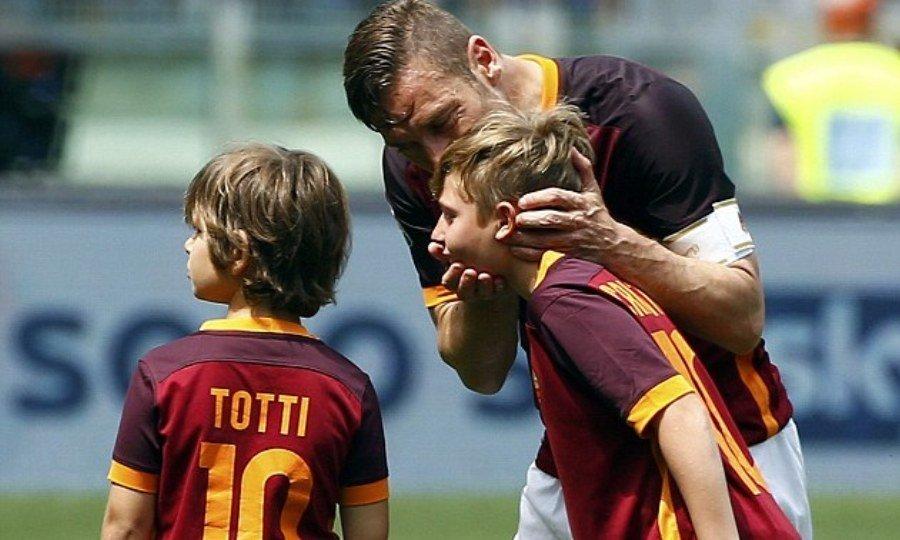 Τότι: «Ο γιος μου θα προτιμούσε να αλλάξει δουλειά από το να παίξει στη Λάτσιο»