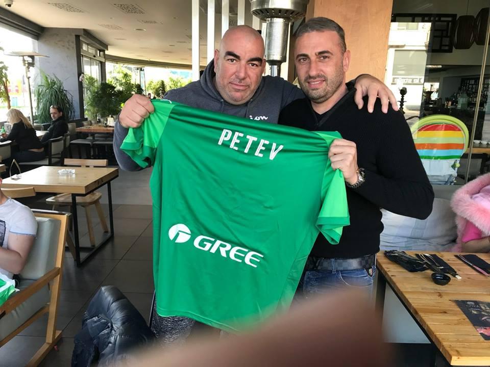 O... πράσινος δάσκαλος και ο Πέτεφ