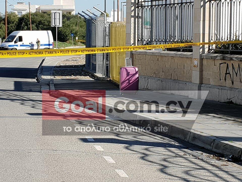 Η ύποπτη βαλίτσα έξω από το προπονητικό κέντρο του ΑΠΟΕΛ (pics & vid)