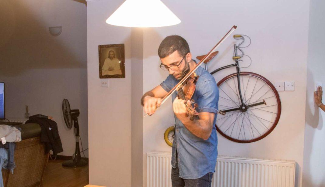 Αθλητής της Ομόνοιας μάγεψε παίζοντας στο βιολί του το «Bella Ciao»