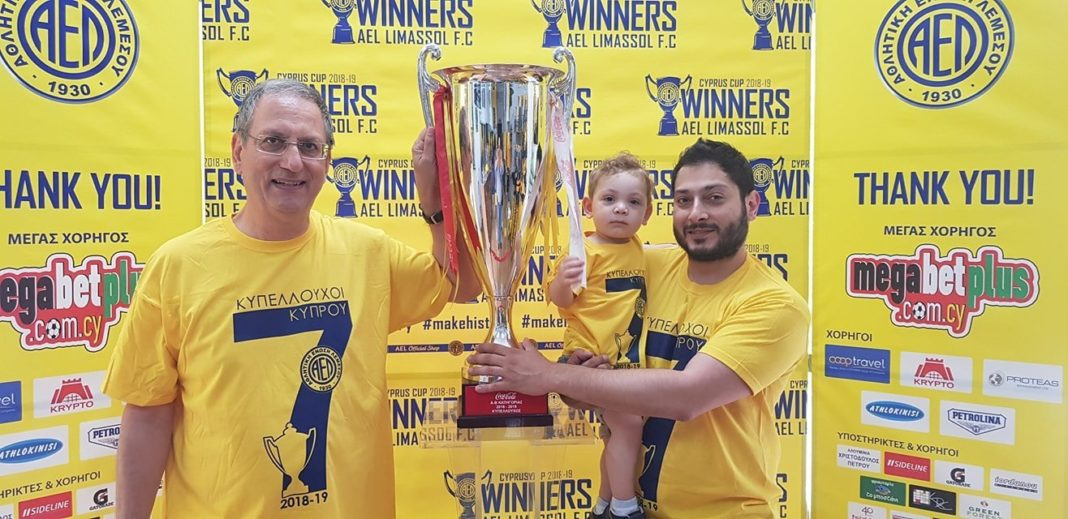Τρεις γενιές ΑΕΛιστών με το Κύπελλο!