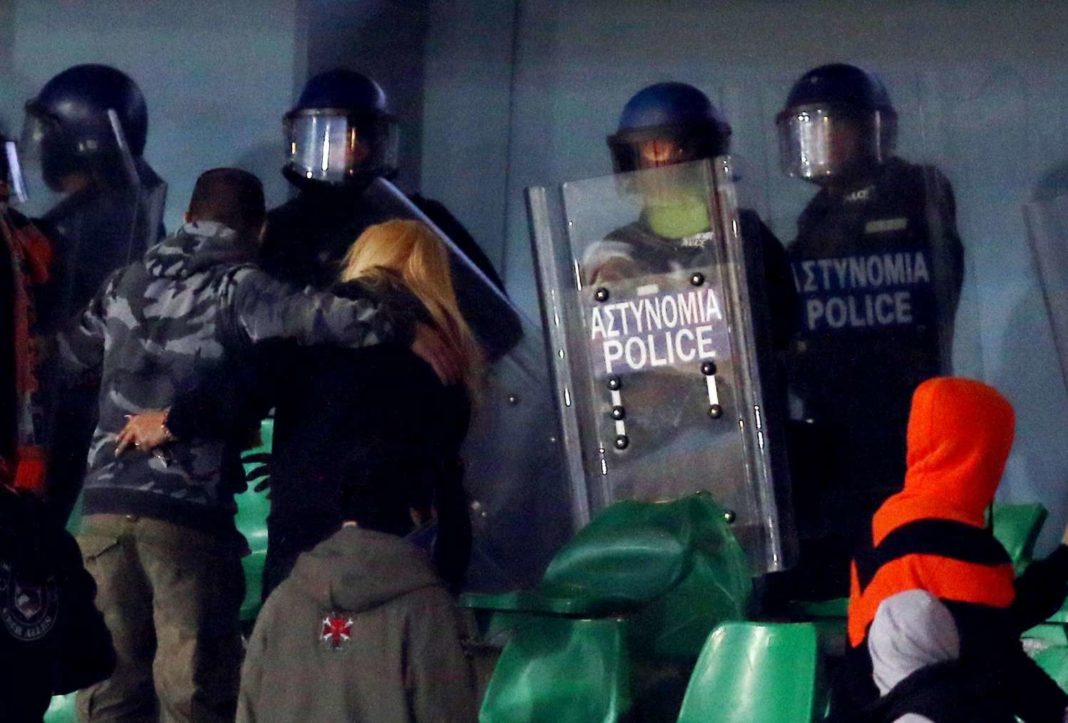 ΑΠΟΕΛ: «Ντου» Αστυνομίας στην κερκίδα! (photos)