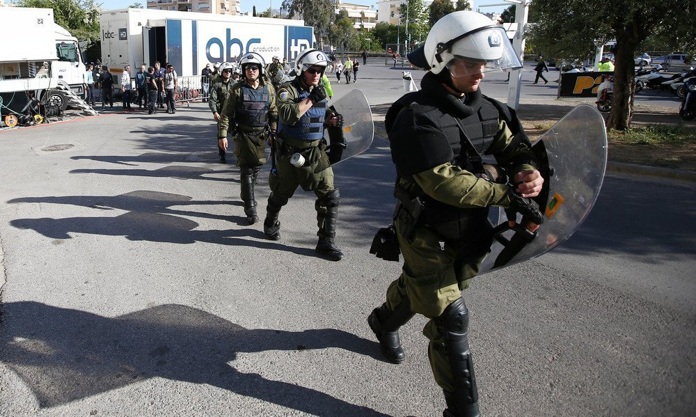 Πετροβολισμοί και μία σύλληψη μετά το τέλος του ΑΕΚ-ΑΕΛ