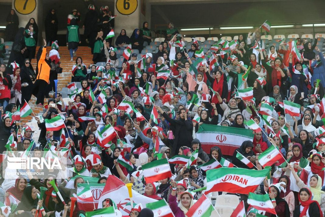 Το Ιράν νίκησε 14-0 σε ιστορικό ματς με γυναίκες στις εξέδρες! (pics/vids)