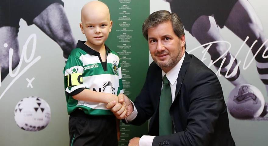Σπόρτινγκ: Yπέγραψε συμβόλαιο με 5χρονο αγόρι που πάσχει από καρκίνο