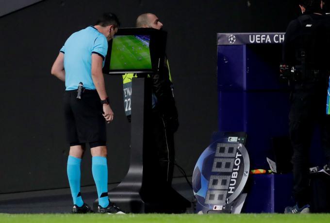 Η UEFA αλλάζει το VAR: 15 εκατοστά στο οφσάιντ