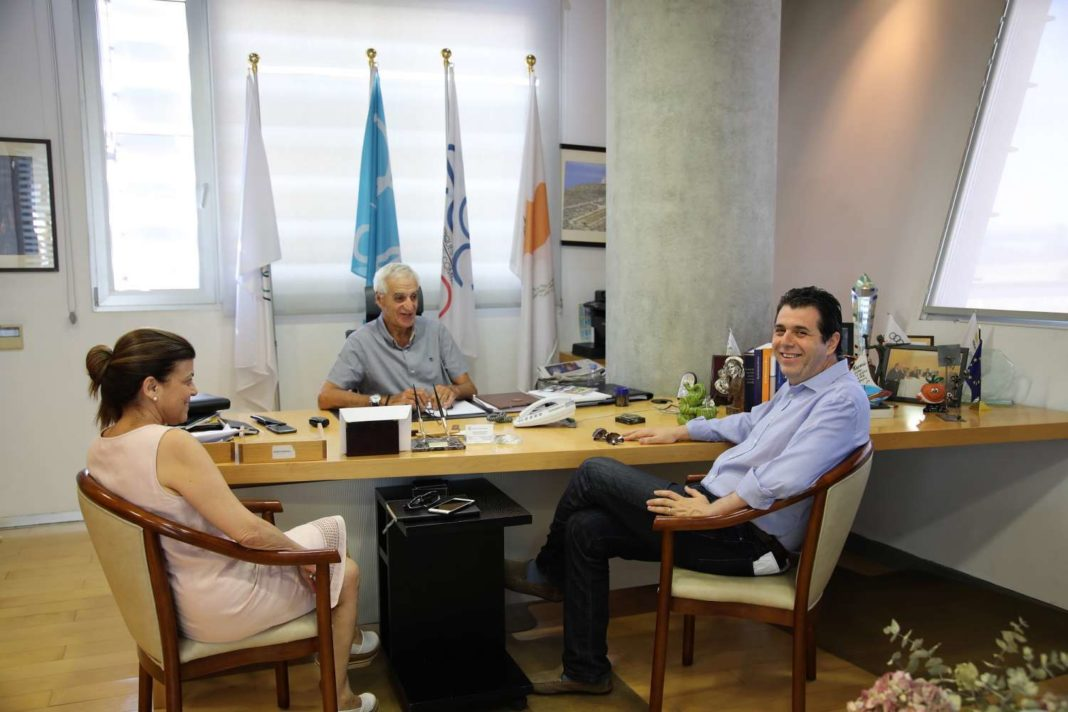 Συνάντηση Ντίνου Μιχαηλίδη με Δήμαρχο Στροβόλου