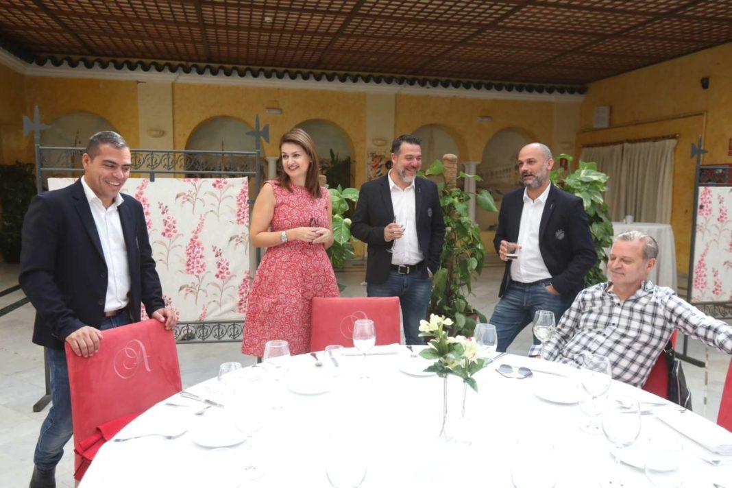 Το γεύμα του ΑΠΟΕΛ στους δημοσιογράφους στη Σεβίλλη
