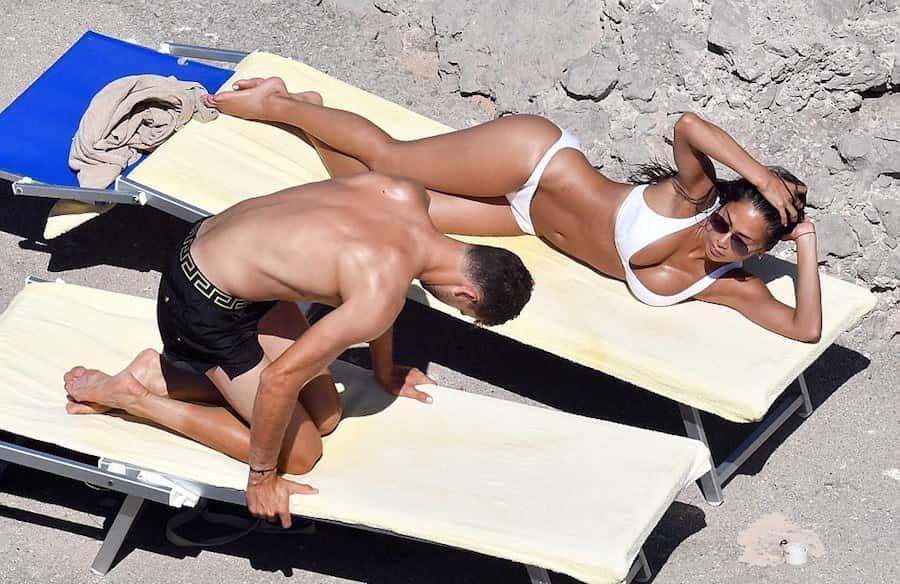 Οι «καυτές» διακοπές του Nτιμιτρόφ με τη σέξι τραγουδίστρια! (pics)