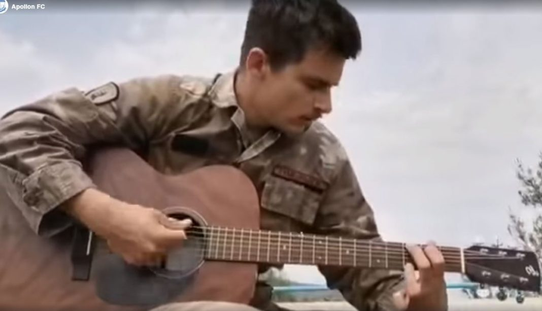 Το αγαπημένο σύνθημα των Απολλωνιστών έγινε τραγούδι με συνοδεία κιθάρας!