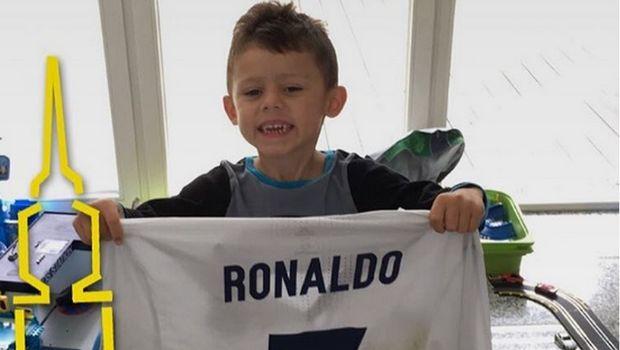 Το δώρο του Ρονάλντο σε γιο παίκτη της Ντόρτμουντ