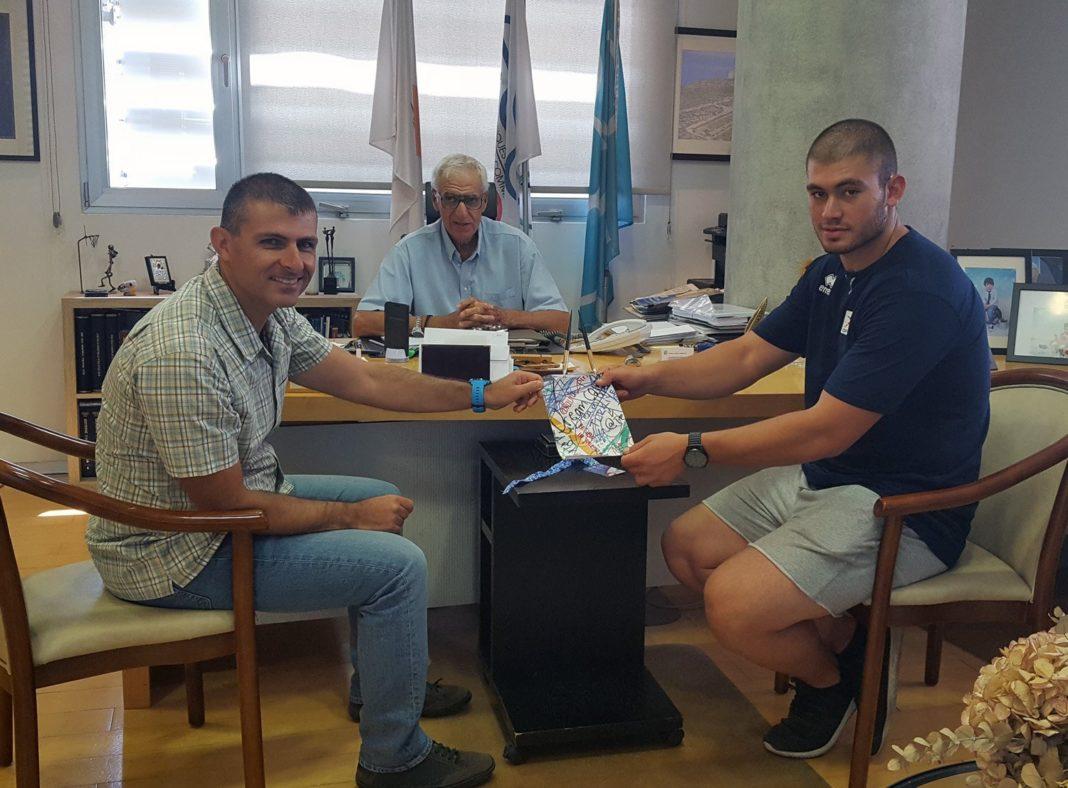 Ο Young Ambassador Γιώργος Κονιαράκης στο Ολυμπιακό Μέγαρο