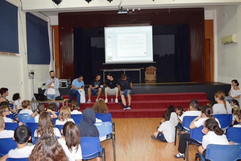 Επίσκέφθηκαν το Med High ποδοσφαιριστές της ΑΕΚ