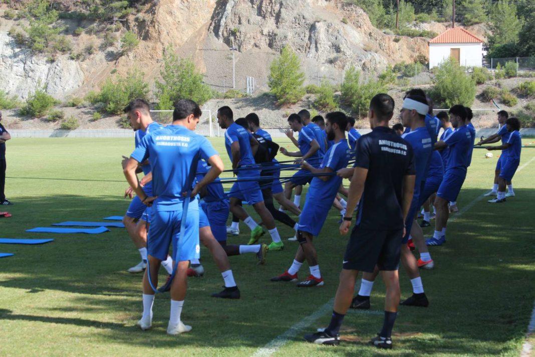 «Λιώνουν» οι ποδοσφαιριστές της Ανόρθωσης υπό το βλέμμα του Τιμούρ (vid)