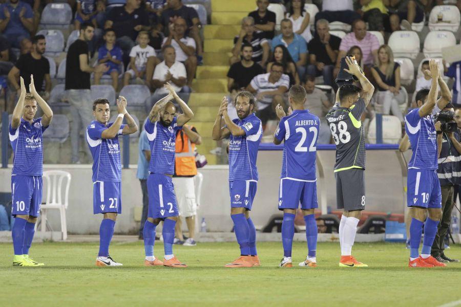 Συνοδεία ποδοσφαιριστών στο γήπεδο