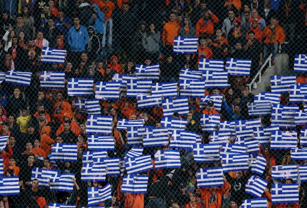 ΑΠΟΕΛ: Τον υποδέχθηκαν με ελληνικές σημαίες (pics)