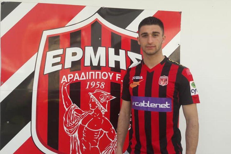 Ανακοίνωσε 18χρονο Αλβανό