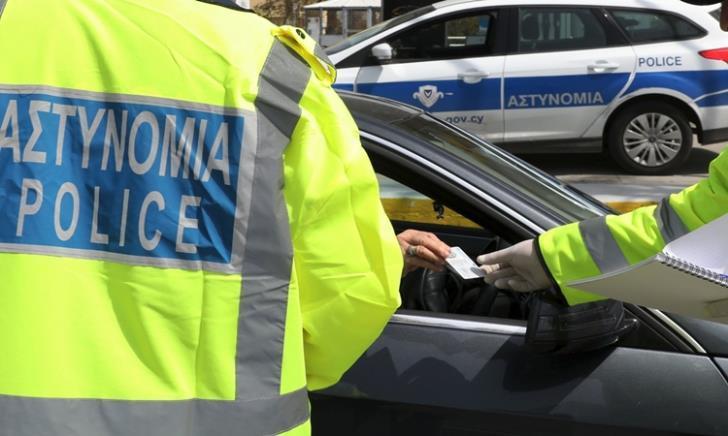 Πατέρας 19χρονου επιτέθηκε σε αστυνομικό που τον ανέκοψε για έλεγχο