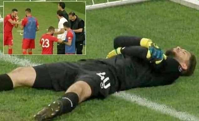 Απίστευτο! Έκανε τον τραυματία για να φάνε οι συμπαίκτες του! (vid)