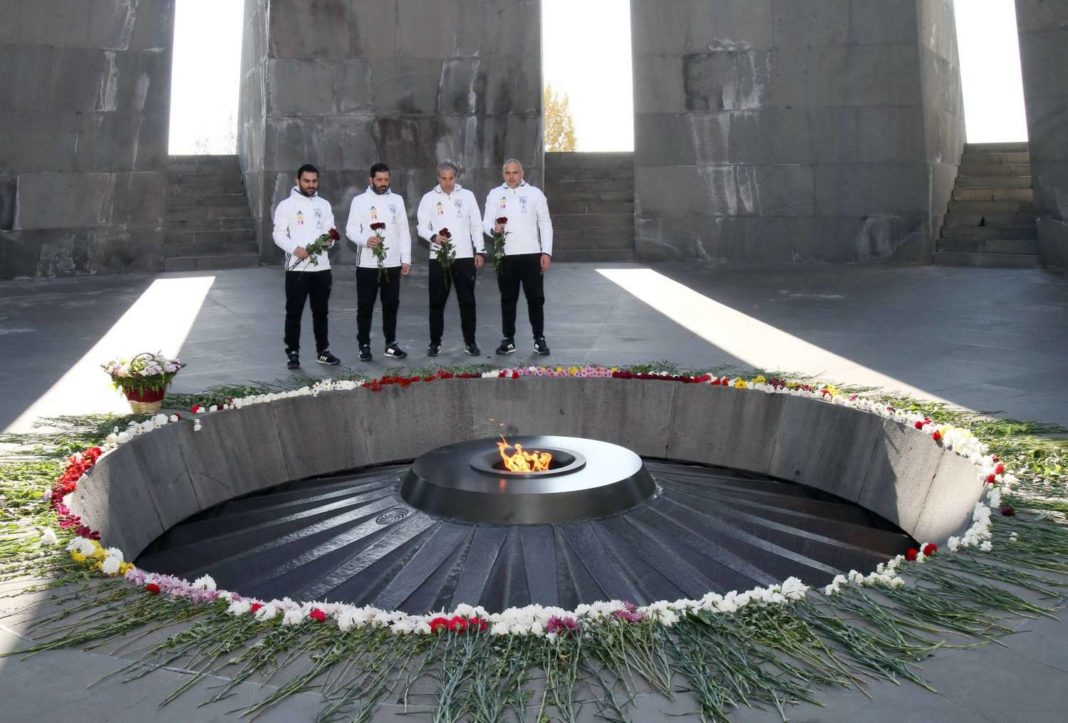 Κατέθεσαν λουλούδια στο μνημείο της Γενοκτονίας των Αρμενίων
