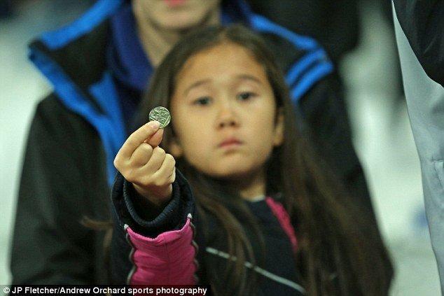 Τα κέρματα που «έφαγε» μια 8χρονη στο Γουέστ Χαμ-Τσέλσι