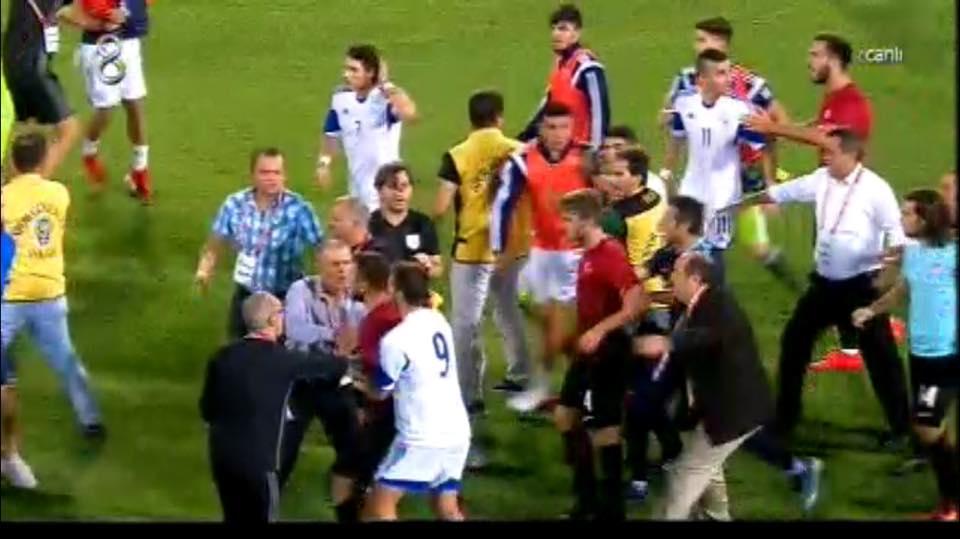 Δεν το πήραν καλά οι Τούρκοι κι... επιτέθηκαν στους διεθνείς μας (pics & video)