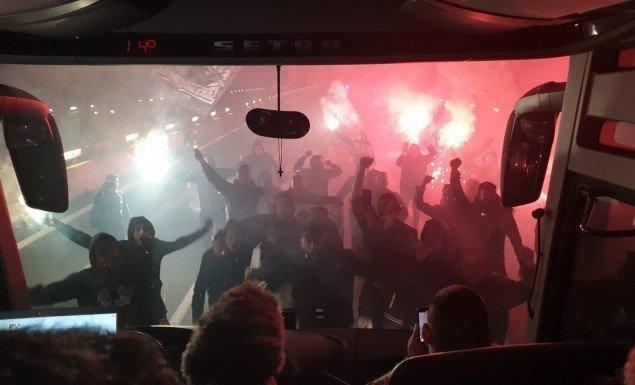 «Τρέλα» από τους ΠΑΟΚτσήδες! Σταμάτησαν το πούλμαν της αποστολής και έστησαν... πάρτι! (pics-vid)