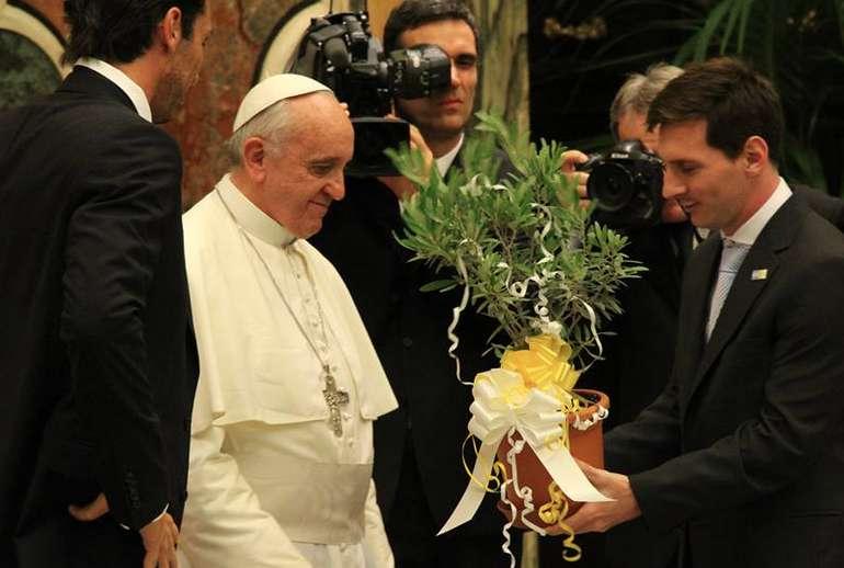 «Είναι θεός ο Μέσι;» - Ο Πάπας απάντησε!