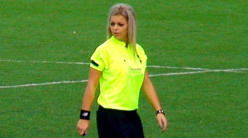 Διαιτητής-μοντέλο «κόβει την ανάσα» στους ποδοσφαιριστές
