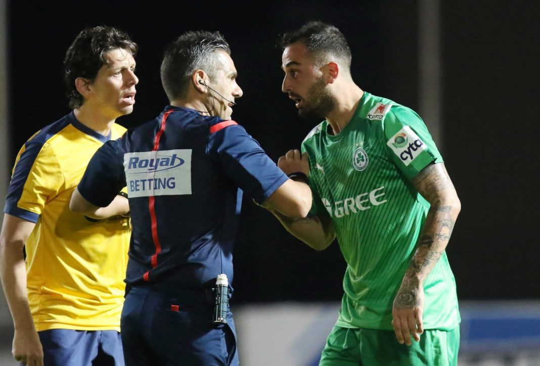 Θα τιμωρείται η συμπεριφορά των ποδοσφαιριστών!