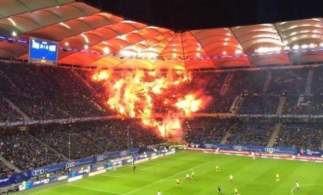 Παράνοια: 8.000 οπαδοί ταξίδεψαν στο Αμβούργο και... το έκαψαν (vid)