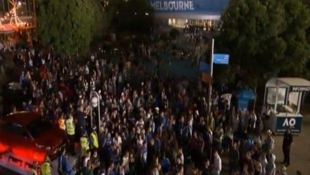 Τσιτσιπάς - Φέντερερ: Οι «τρελοί» πανηγυρισμοί τον Ελλήνων έξω από το γήπεδο