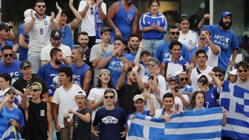 Τα «γαλλικά» των Ελλήνων έξω από το γήπεδο προς τον Ναδάλ (videos)