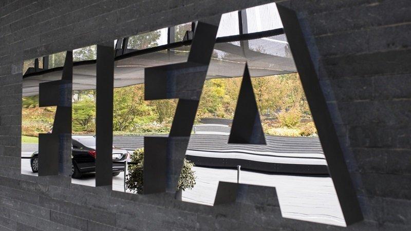 Ισόβιος αποκλεισμός για διαφθορά σε τρεις πρώην αξιωματούχους της FIFA