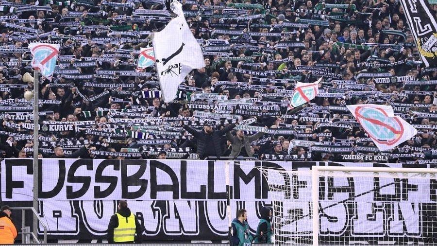 Οι οπαδοί της Γκλάντμπαχ γεμίζουν το γήπεδο με φωτογραφίες τους