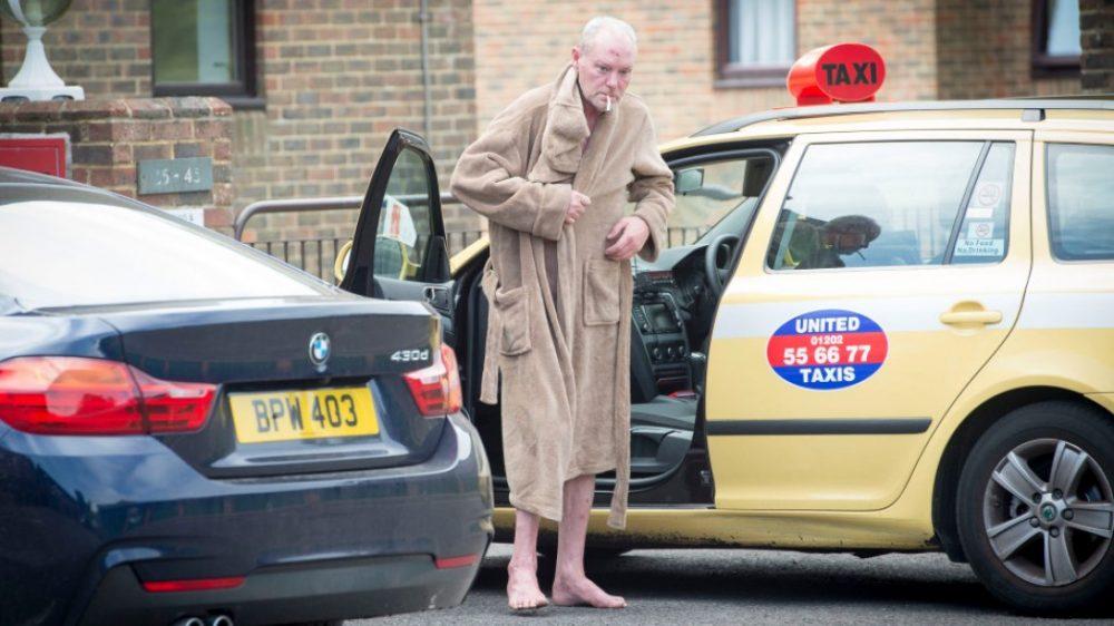 Σοκάρει η εικόνα του Γκασκόιν: Γυμνός στους δρόμους