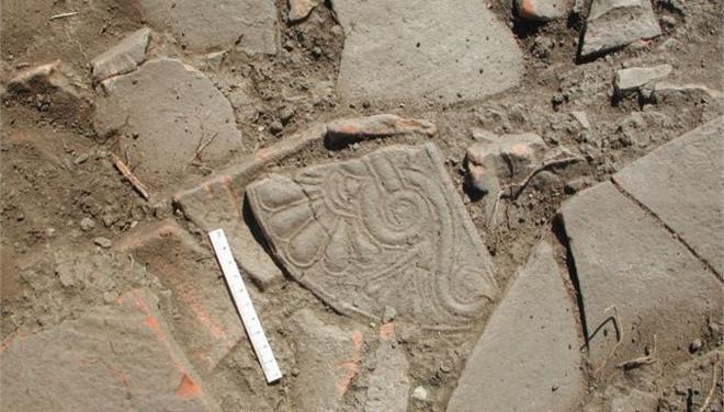 Βρήκαν ασύλητο τάφο ενώ έπαιζαν μπάσκετ