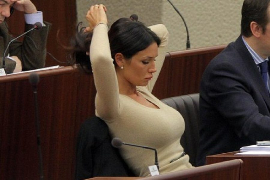 Ελληνίδα πολιτικός είναι ανάμεσα στις 10 πιο σέξι παγκοσμίως (vid)