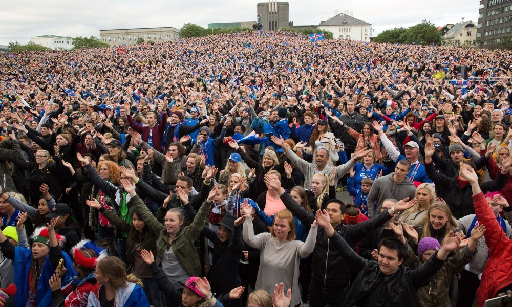 «Viking thunder-clap» από 10.000 Ισλανδούς στο Ρέικιαβικ παρά την ήττα!