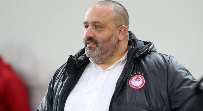 Καραπαπάς εναντίον Ίβιτς: «Έφυγε με… πάσα από κουτάκι μπύρας»