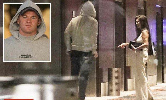 Νέο ροζ σκάνδαλο για Ρούνεϊ: σε δωμάτιο ξενοδοχείου με άγνωστη γυναίκα (pics)