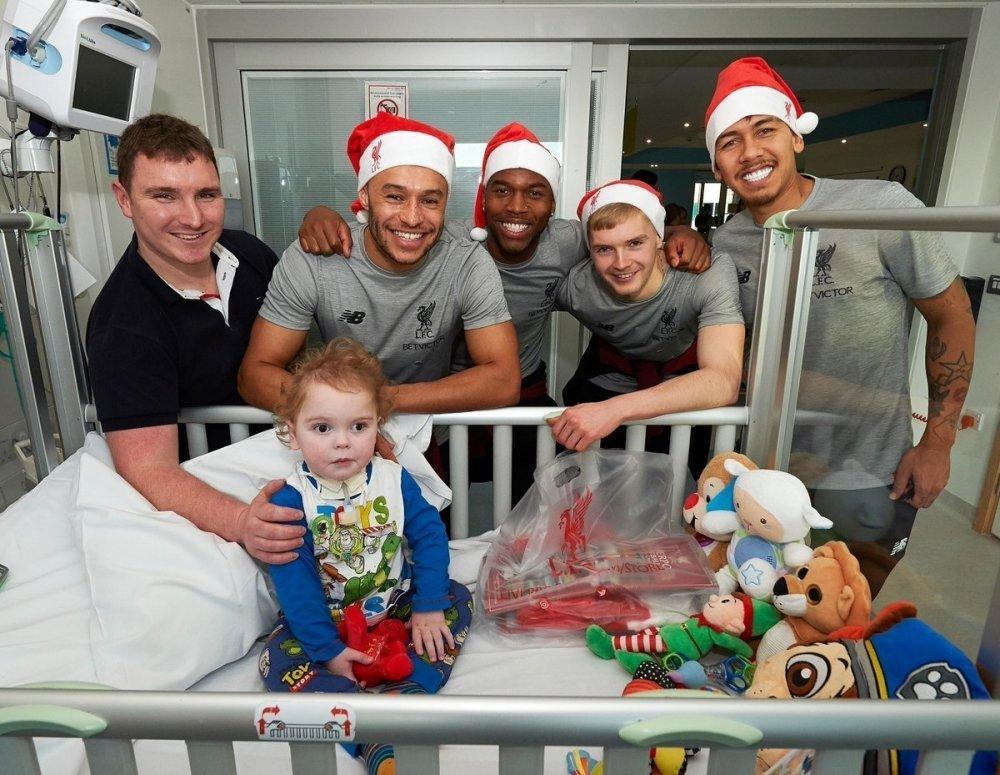 Η όμορφη επίσκεψη της Λίβερπουλ σε νοσοκομείο παίδων και... η πέραση του Σαλάχ (pics & vid)